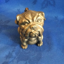 Metal seated bulldog lighter