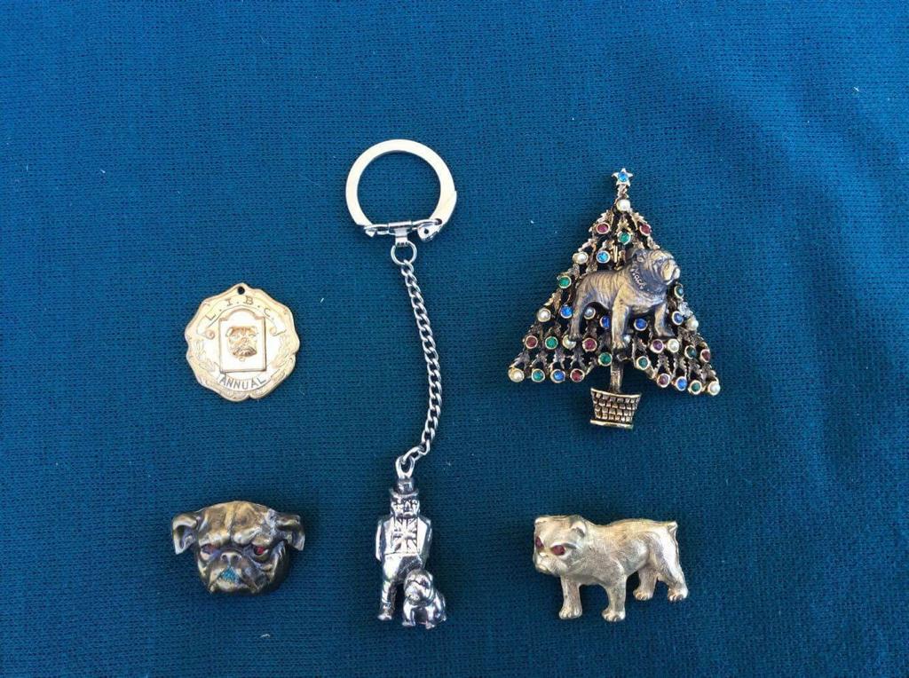 Assorted metal trinkets